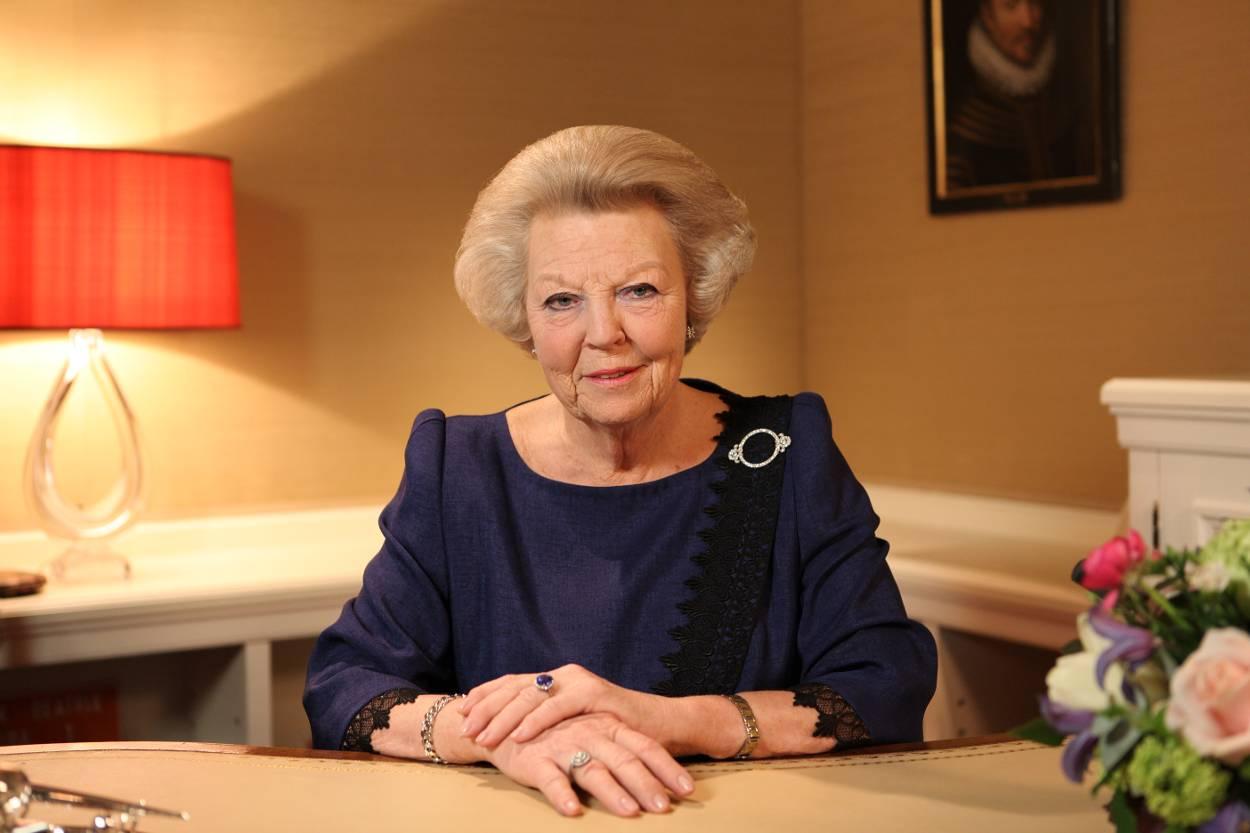 Image result for FOTO aftreden Beatrix