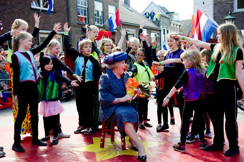 op welke datum is koningin beatrix jarig Geschiedenis Koningsdag | Koningsdag | Het Koninklijk Huis op welke datum is koningin beatrix jarig