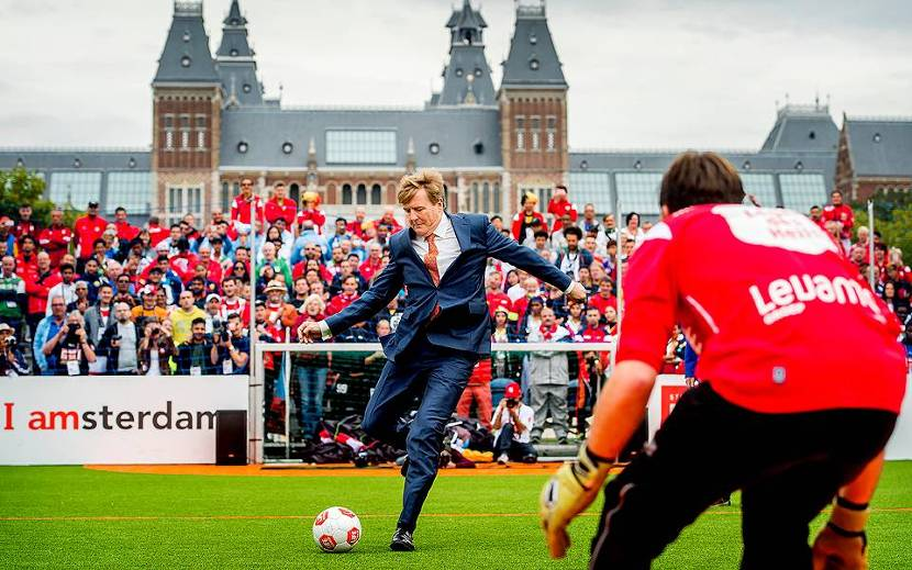 Koning opent Homeless World Cup in Amsterdam